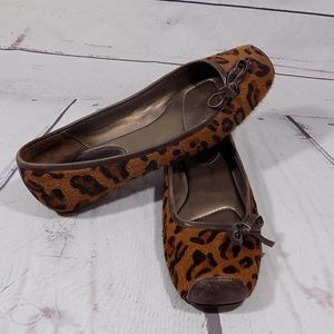 Paolo size 8 leopard print textured flats
